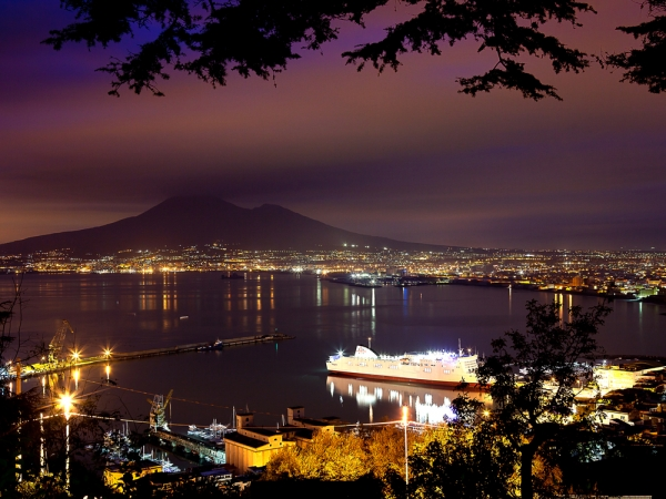 Living Naples at night: unrepeatable experience.